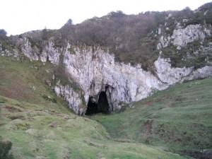 Cueva en la montaña