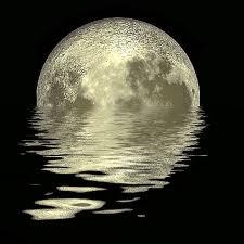 Luna en el agua
